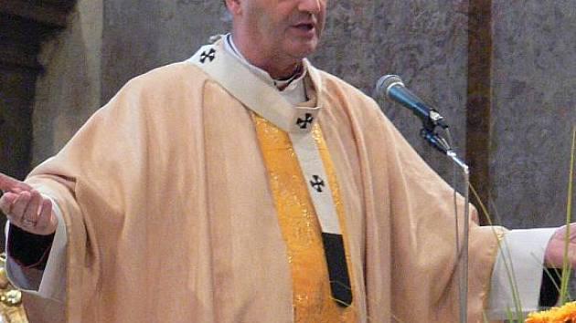 V Holešově v neděli 25.10.2009 světili prapor města. Mši sloužil arcibiskup Jan Graubner.Později odpolene byl prapor představen veřejnosti u památníku T.G. Masaryka.