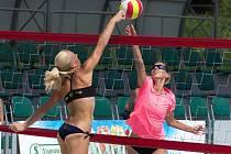 Beachvolejbalové kurty na koupališti v Koryčanech o víkendu hostily celorepublikový turnaj žen, na kterém se představilo osmnáct dvojic.