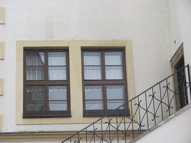 Historická budova kroměřížské radnice má zrepasovaná okna. Obnova se uskutečnila od června do října 2012.
