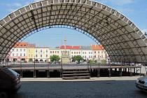 Tribuna na náměstí v Kroměříži - Ilustrační foto