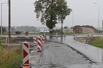 Výstavba kruhového objezdu v Kotojedech už se blíží ke své konečné podobě.