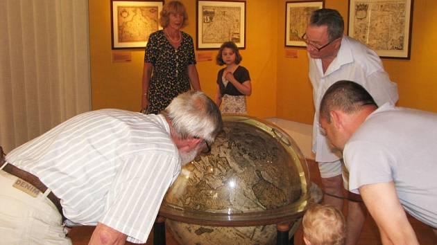 V Muzeu Kroměřížska byla ve čtvrtek 18. června zahájena výstava jednatřiceti historických map.