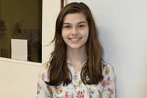 Holešovská Dívka roku Gréta Šarochová je i ve skutečnosti moc milá slečna. Studuje víceleté gymnázium v Holešově, miluje tanec a hudbu a má sedm sourozenců.