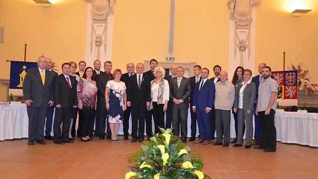 Také v Holešově si volili zastupitelé své vedení. První zasedání nově zvolených zástupců, kteří vzešli z říjnových voleb se sešlo ve slavnostních prostorách opraveného holešovského zámku.