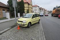 Dopravní nehoda řidičky Fiatu Panda v Kroměříži.
