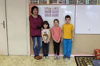 Tablo dětí z letošní první třídy ZŠ Počenice - Tetětice s třídní učitelkou paní Mgr. Hanou Mrhálkovou
