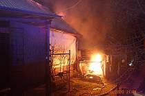 Požár střechy ve Vápenicích.