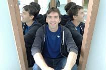 Být zaměstnancem největší globální sociální sítě světa, to je cíl desítek tisíc programátorů. Stanislavu Basovníkovi, bývalému studentovi gymnázia v Kroměříži, se splnil a procestoval navíc díky němu kus světa.