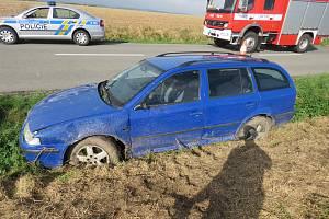 Opilá řidička skončila v příkopě u obce Horní Lapač.