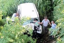 Vrak auta po nehodě u Vlčích Dolů
