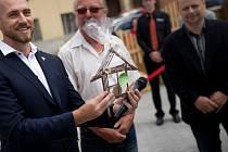 Prostory nového Domova pro seniory Starý Mlýn otevřeli tento týden v Prasklicích: zařízení nabídne zájemcům celkem devětadvacet míst, slavnost si nenechal ujít ani krajský hetjman Jiří Čunek.