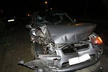Dvaadvacetiletý muž naboural v Přílepích v pátek 22.4. hned tři osobní auta, z místa nehody pak odešel a policistům se přihlásil až v pondělí.