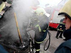 Požár auta. Ilustrační foto.