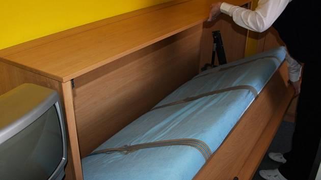 Sklápěcí postel se stala pro seniora pastí.