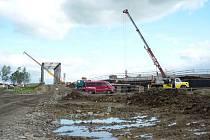 Práce na stavbě dálnice D1 u Hulína jsou v plném proudu