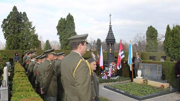 Plaketu za mimořádnou péči o válečné hroby převzalo z rukou Imricha Vetráka zastupujícího Ministerstvo obrany ČR město v roce, kdy si připomínáme sto let od ukončení I. světové války.