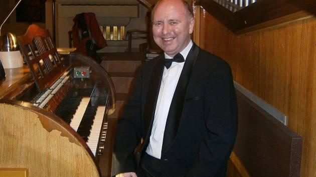 Varhanní koncert Ludvíka Šuranského se v úterý 19. ledna koná v holešovském kostele Nanebevzetí Panny Marie.