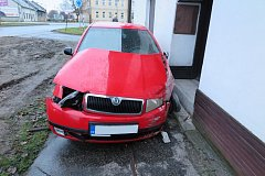 Řidič na Kroměřížsku se v úterý 2. ledna potýkali ráno s námrazou na silnicích: tato nehoda se stala v Hulíně.