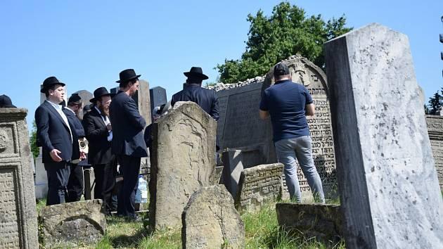 Přijeli židovští turisté z USA.