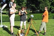 V Holešovské hvězdárně se konala akce spojená s pozorováním hvězd a Slunce.