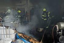 Likvidace požáru hospodářské budovy v Jankovicích na Kroměřížsku - 26. 12. 2020