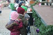 Vánoční trhy letos doprovází koncerty a program pro děti: lidé se mohou zastavit až do pátku vždy od desíti do šesti hodin do večera.