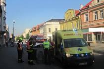 Zraněnou chodkyni transportoval do nemocnice vrtulník