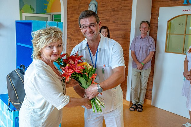 """""""Máme k dětem blízko,"""" říká herec, který v nemocnicích se svou manželkou čas od času uspořádá mikropředstavení  pro malé pacienty."""