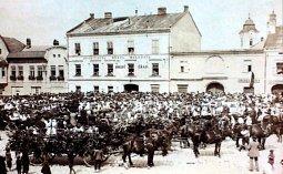 Výstava  Malé i velké holešovské osmičky na  zámku v Holešově.