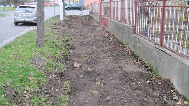 V hulínské Hviezdoslavově ulici bude nový chodník.