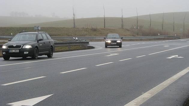 Křižovatka u Bezměrova patří mezi ty, kde se nejvíc bourá.