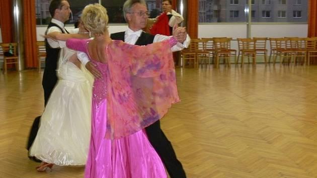 V Kroměřížském Domu kultury se v sobotu konal taneční festival ve společenských i latinskoamerických tancích. Dorazily jak české, tak i zahraniční páry. Tančilo se vše od čačy až po valčík.
