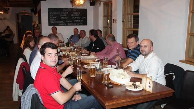 Výsledky komunálních voleb sledovali kandidáti hnutí ANO na pivovaru Černý orel, kde nakonec oslavili svoji výhru.