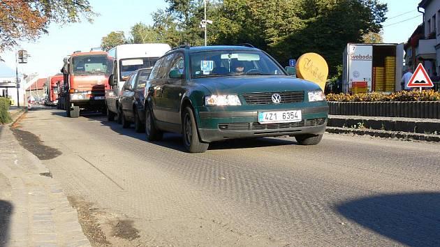 V Hulíně se opravuje průtah městem. Do konce října 2011 by měli řidiči jezdit po nové cestě.