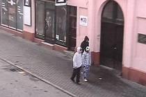 K dopadení zlodějů pomohl kroměřížským strážníkům kamerový systém města. Pachatelé kradli ve Vodní ulici.