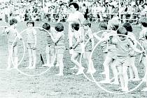 PRUSINOVICE, SPARTAKIÁDA, 80. LÉTA. Na spartakiádu se těšily i děti. Samotný nácvik na ni byl vždy velkou událostí v obci.