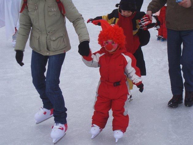Maškarní bál na ledě ve Všetulích.