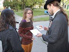 Sobotní odpoledne se v Holešově neslo ve znamení Židů. Hráči tam na městské hře řešili záhadu. Úkoly je zavedly do synagogy, na hřbitov i na tamní náměstí.