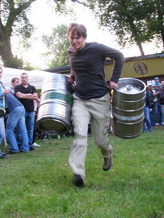 Spojení rockové muziky a piva si v sobotu 28. srpna 2010 užili návštěvníci areálu Grádo v Hulíně.