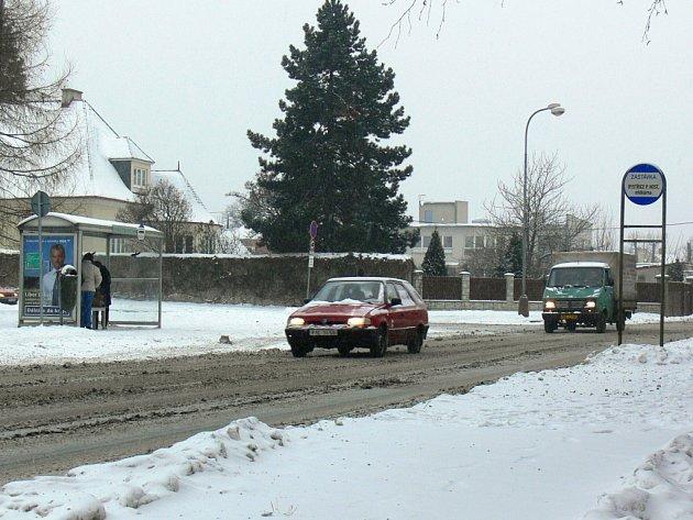 Nebezpečné zastávky v ulici Meziříčská.
