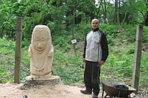 V Americkém parku v Holešově vznikají nová umělecká díla. Autory soch jsou studenti Střední nábytkářské školy v Bystřici pod Hostýnem a Jan Škařupa.