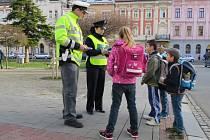Policisté pořádali první dubnové pondělí v Kroměříži a okolí další preventivní akci zaměřenou na bezpečnost chodců, především těch nejmladších.
