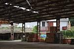 Nelegální skládka z areálu bývalé dřínovské cihelny zmizela. Odpad si odvezla rakouská firma zpět do Rakouska.
