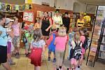 Děti si užily hmyzí odpoledne v holešovské knihovně.