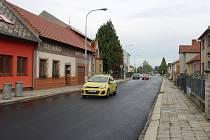 Dlouho očekávaná oprava Stoličkovy ulice je konečně u konce. Na pohodlný průjezd si řidiči museli počkat téměř rok.