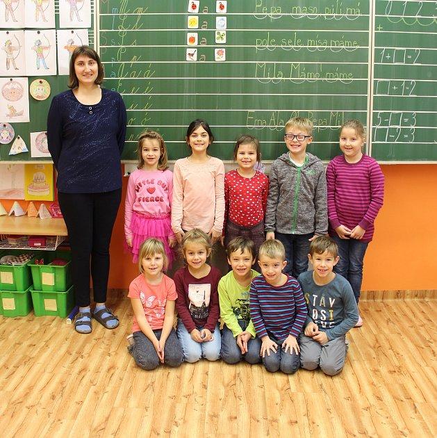 Snímky dětí zletošní první třídy Základní školy Jana Bezděka vMartinicích střídní učitelkou Mgr. Lenkou Andrýskovou