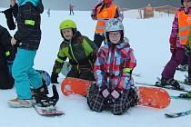 Lyžařského kurzu, který v trojáckém skiareálu uspořádalo volnočasové středisko TyMy z Holešova, se zúčastnilo na čtyřicet dětí.