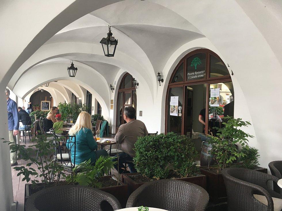 Zahrádka restaurace U Zeleného stromu Kroměříž.
