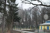 Holešovské koupaliště, které letos po roční odmlce město zprovozní, bude opraveno. Mimo to byl ke koupališti vybudován nový chodník.