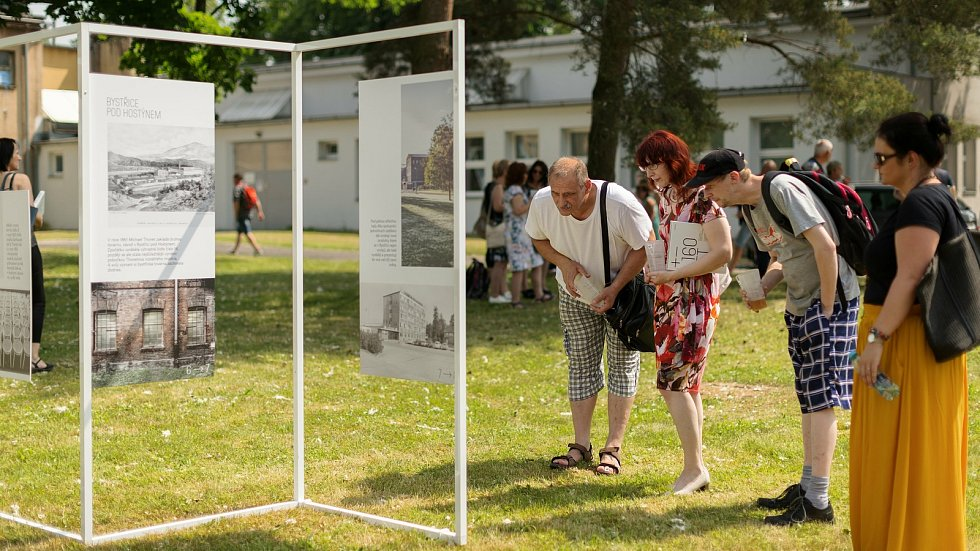 Interní oslavy založení závodu TON v Bystřici pod Hostýnem před 160 lety.
